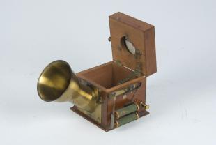 musical telephone transmitter of the type designed by Philipp Reis
