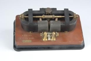 high-speed polarized telegraph relay