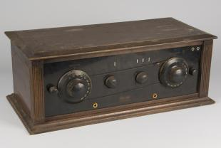 Browning-Drake model 5R radio receiver with wire connecting dials